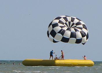 На парашуте над Азовским морем в Геническе