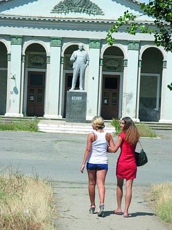 """Чонгарцы не дали свалить Ильича во время февральского """"ленинопада"""". Они считают, что ему нужно сначала подыскать замену"""