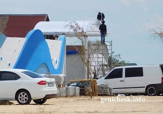 Работы на стройплощадке аквапарка на Арабатской стрелке. Миллион мелочей которые надо было сделать еще вчера