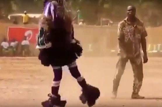Центральная Африка. Главный шаман племени борется с засухой, плохими дорогами и ДТП