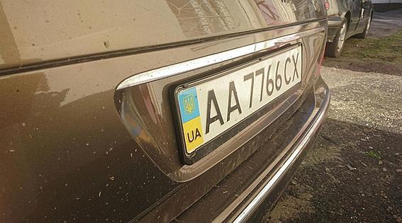 На месте ДТП остался госзнак виновника происшествия - АА 7766 СХ.