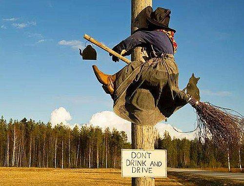 Проект памятника для Геническа от геничан живущих за кордоном слева. Отличительная особенность - социальная идея в духе европейских культурных ценностей