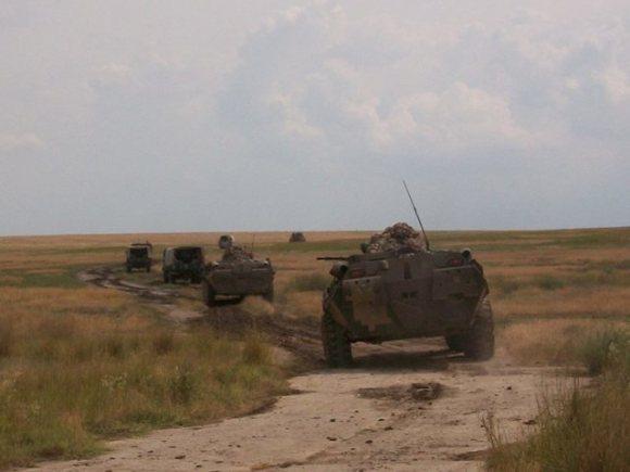 Морские пехотинцы захватили аэродром и уничтожили подразделения условного противника.