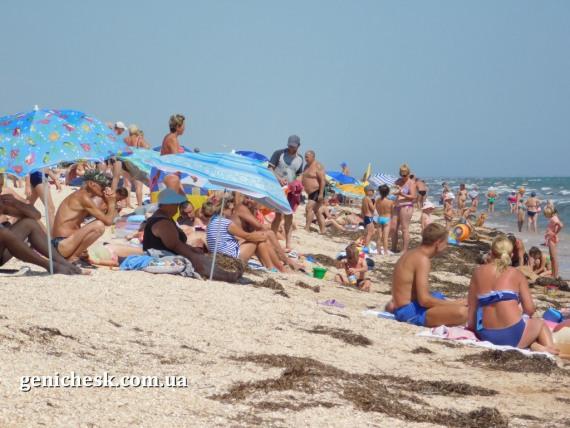 Пляж в Счастливцево - вид снизу