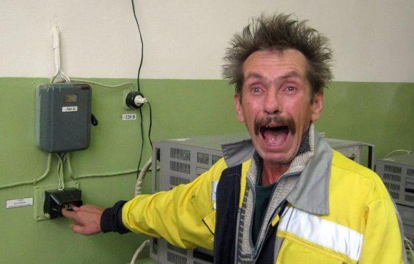 С херсонскими электриками жизнь становится веселей !!